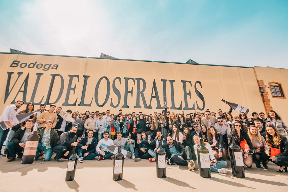'Jóvenes por el Vino' y Bodegas Familiares Matarromera firman un manifiesto a favor del vino
